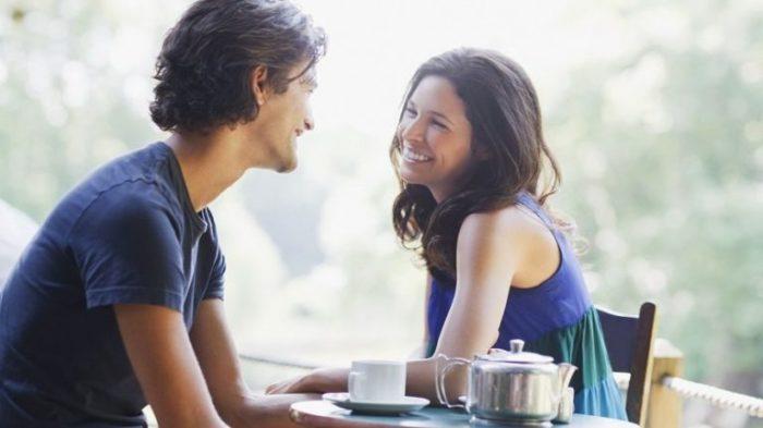С нужно человеком внимание на обращать что знакомстве при