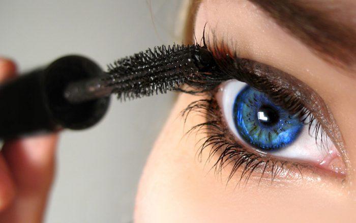Красим глаза тушью правильно: основные правила и секреты